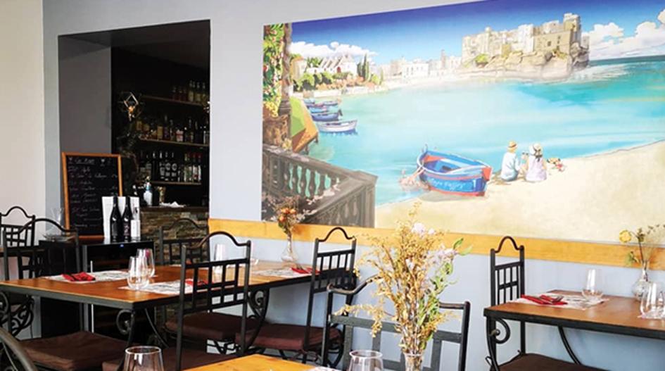 : Décoration intérieure du restaurant avec une fresque personnalisée à 4 mains avec Yvan Villeneuve (vinyl sur dibond alu)